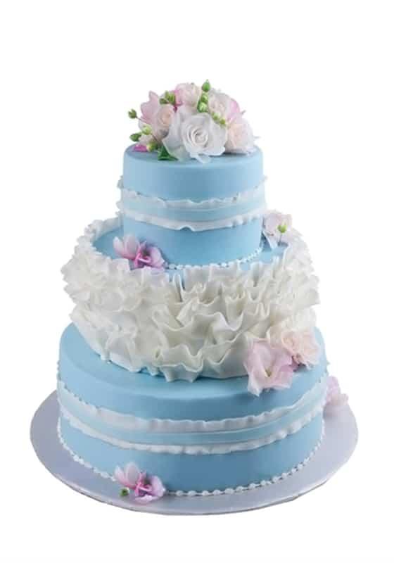 Голубой торт с цветами и драпировкой