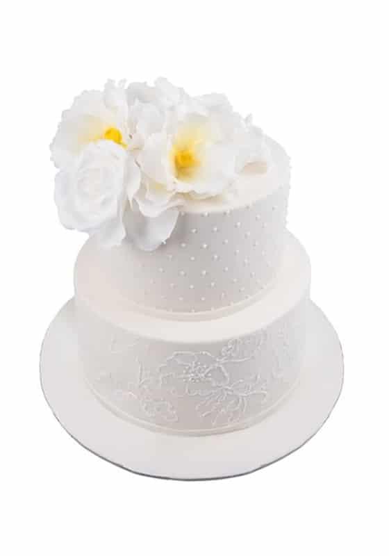 Свадебный торт Молочного цвета с цветами