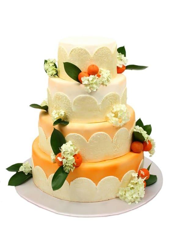 Свадебный торт Оранжевый омбре с ягодами