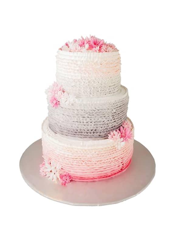 Свадебный торт Рюшами и цветами