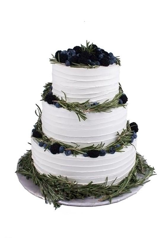 Свадебный торт с Черникой и ежевикой