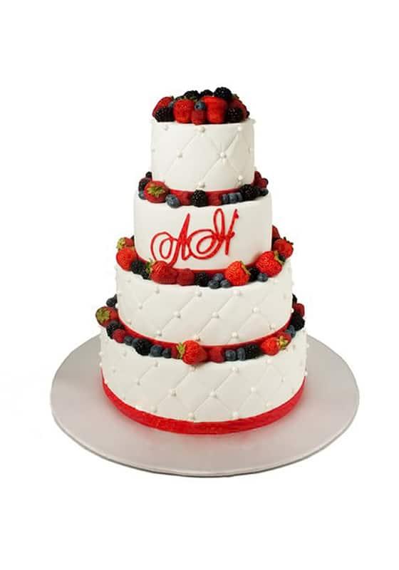 Свадебный торт с Инициалами и ягодами