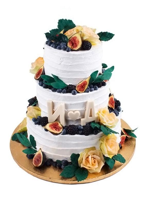 Свадебный торт с Ягодами и инициалами