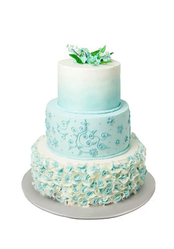 Свадебный торт с Рюшами и голубыми цветами