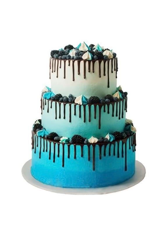 Свадебный торт Синий с безе и ягодами