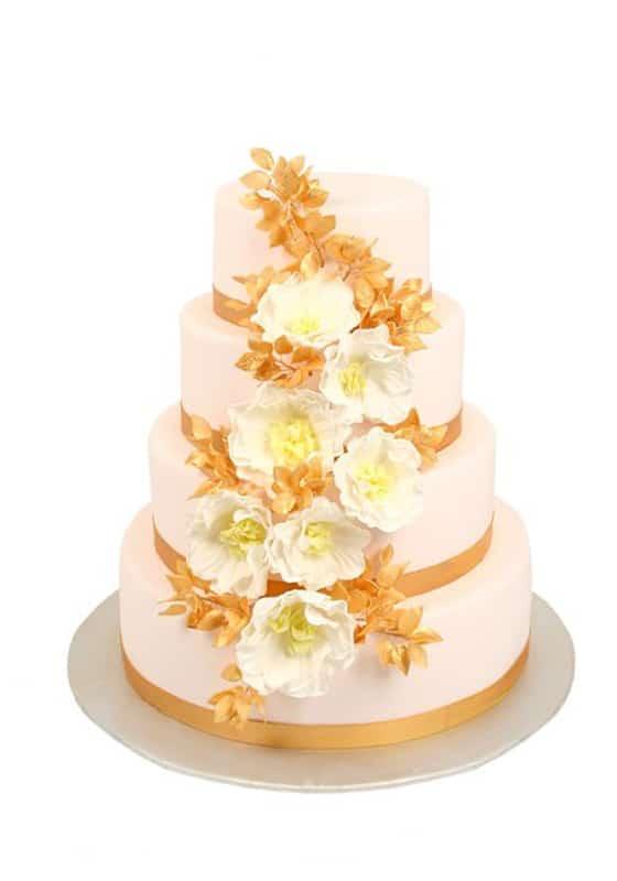 Свадебный торт в Цветах с лентой