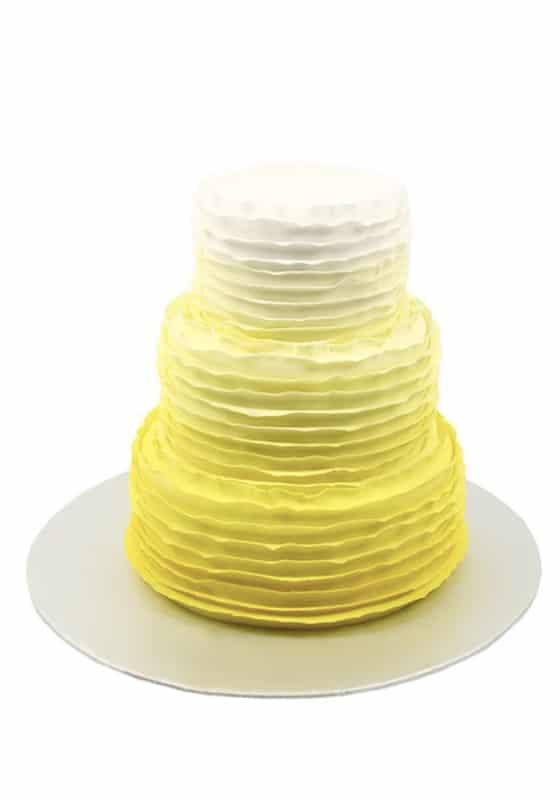 Свадебный торт Желто белыми рюшами