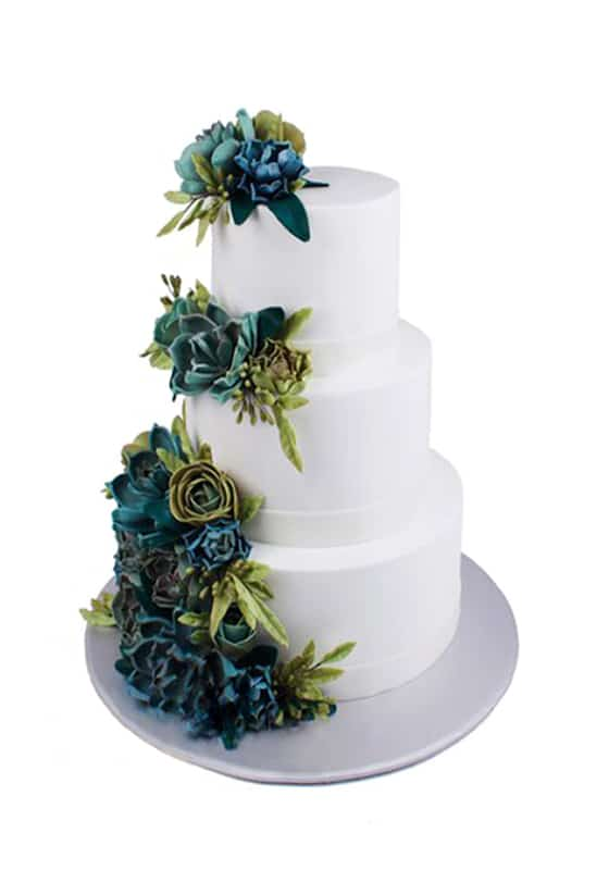 вадебный торт белый с Оригинальными цветами