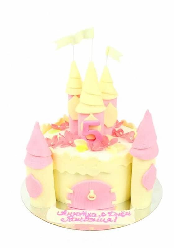 Торт девочке в виде Замка