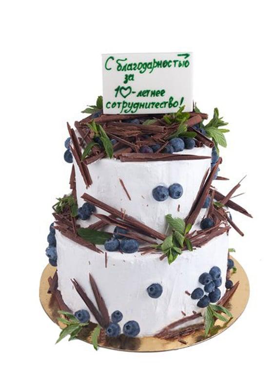 Торт с голубикой и шоколадной стружкой