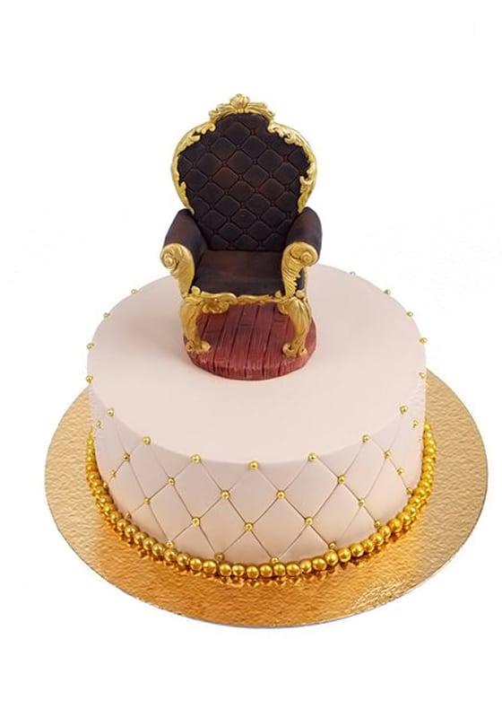 Торт с Троном и золотыми бусинами