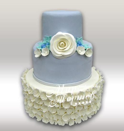 Свадебный торт с мелкими цветочками