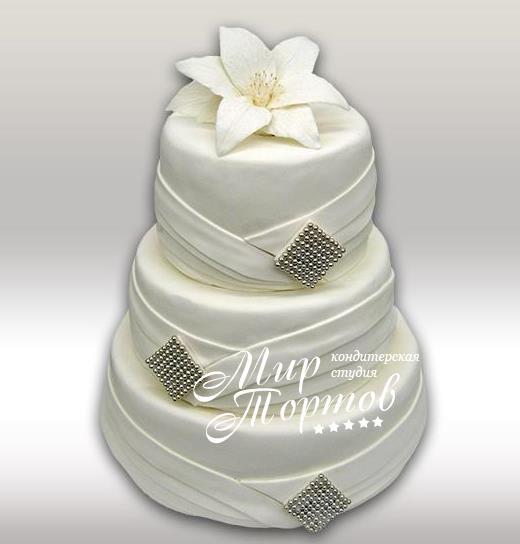 Свадебный торт с белой лилией